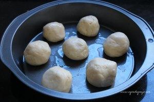 Pãezinhos de queijo prontos para irem ao forno