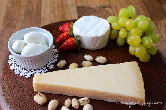 Mussarela de búfala, Mini Brie e Grana: uma tábua de queijos perfeita para os dias mais quentes.